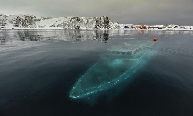 Iate afundado na Antártida