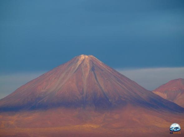 Vulcão Licancabur, visto do Valle de la Luna