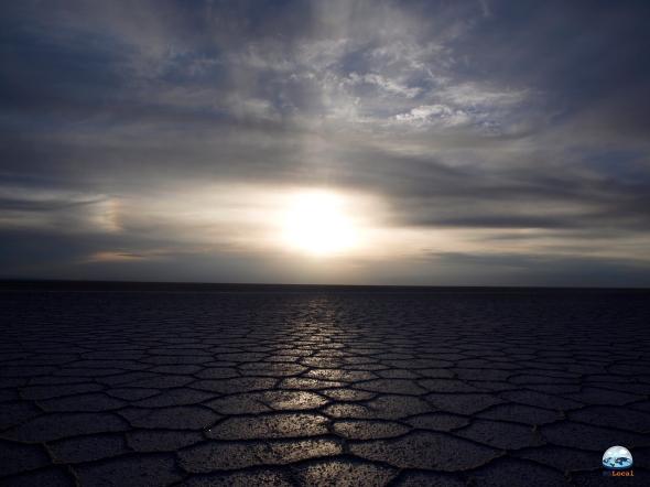 Nascer do sol no Deserto Salar de Uyuni, Bolívia